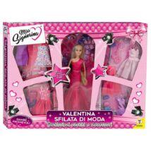Barbie baba ruhákkal, kiegészítőkkel